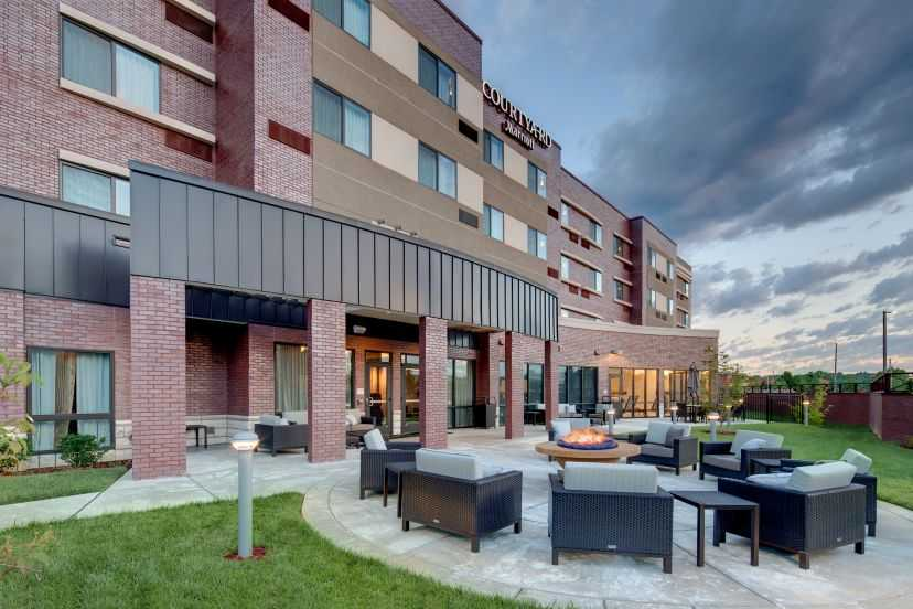 Courtyard Marriott exterior fire pit