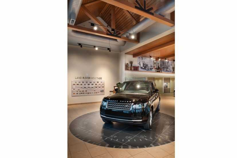 Plaza Jaguar Land Rover Interior of Dealership